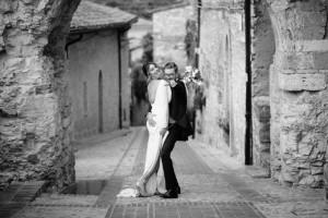 mirko_veglio_fotografo_magtrimoni_andrea_marta_castello_petrata_elegante_posa_reportage